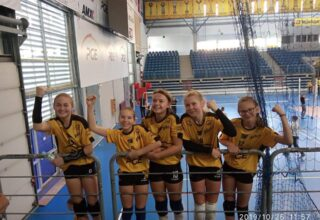 Zwycięstwo kępińskich dziewczyn w turnieju minisiatkówki w Bełchatowie