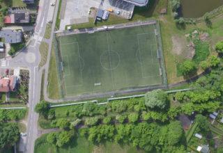 Boisko piłkarskie z nawierzchnią sztuczną